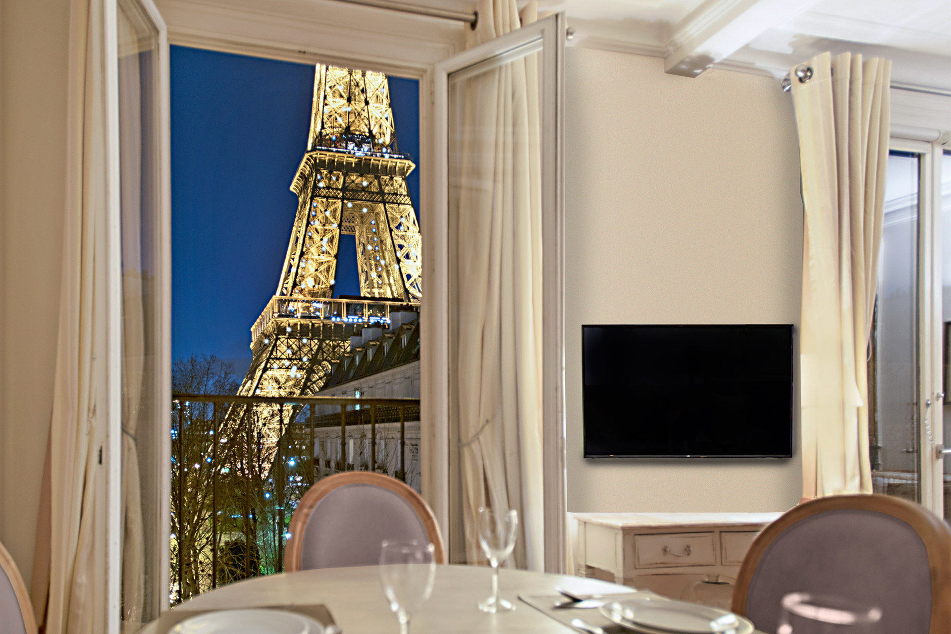 Amazing Book 2 Bedroom Paris Apartment Rental   Paris Perfect