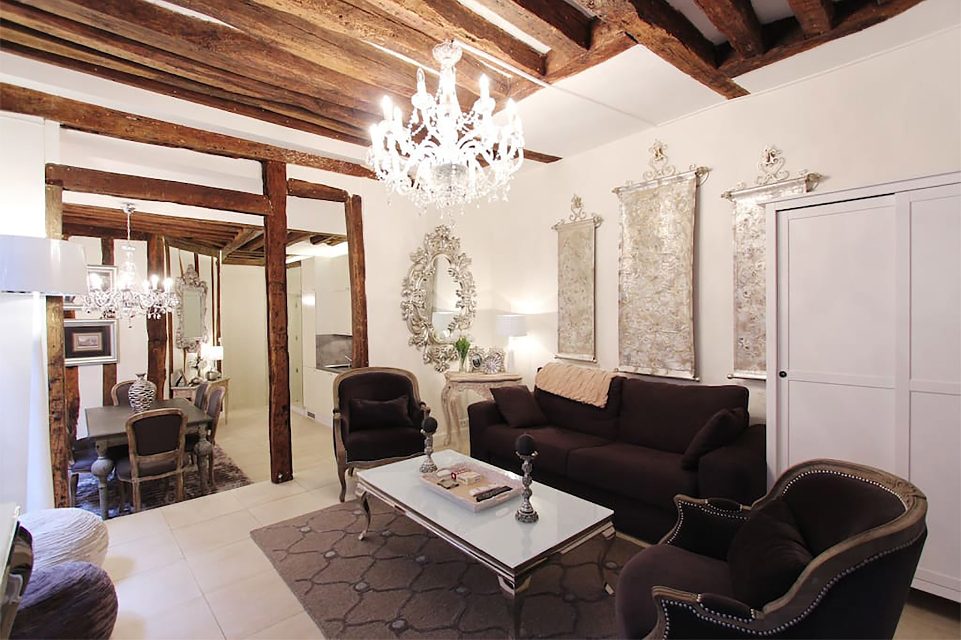 Elegant 1 bedroom Long Term vacation rental in the chic Marais area
