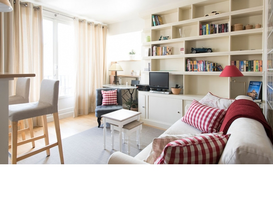 Book 1 Bedroom Paris Studio Apartment with Balcony near the Seine - Paris Perfect