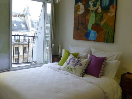 2 Bedroom Split Level Paris Vacation Rental