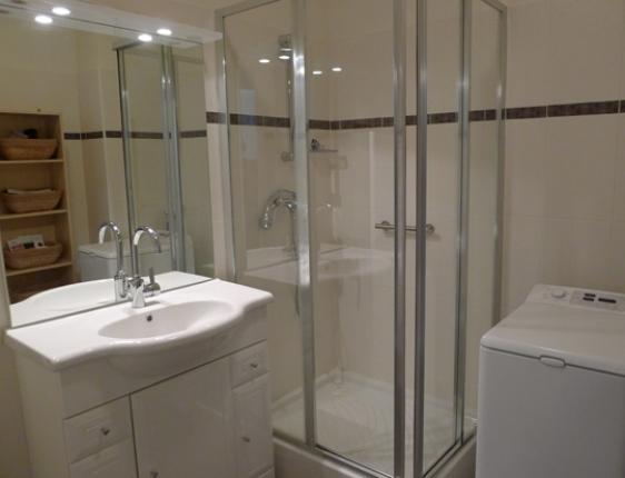 Paris Vacation Rental Bathroom
