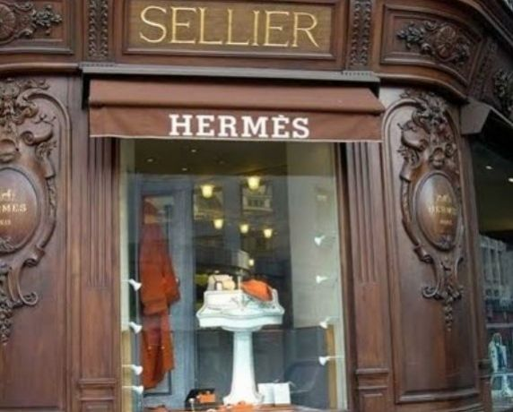 Perfectly Parisian: Top French clothing stores in ParisGirls