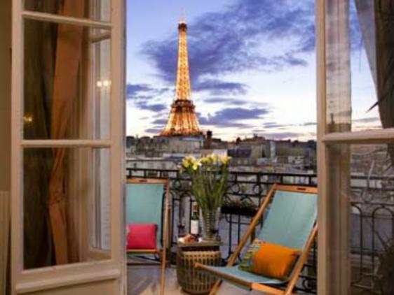 Book 2 bedroom short term apartment rental paris paris for Apartment in the eiffel tower