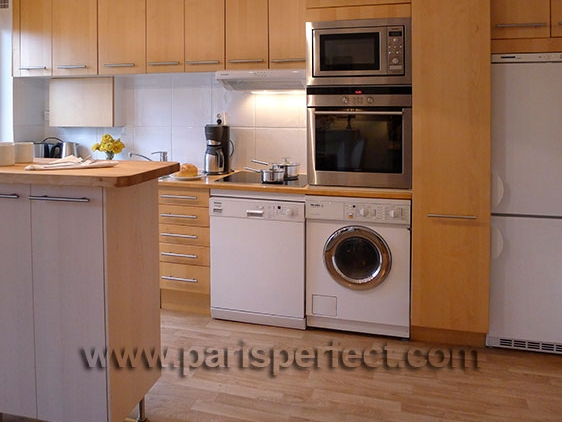Modern french kitchen with beechwood cabinets for Beech wood kitchen cabinets