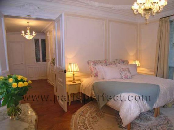 Master Bedroom - La Grande Dame Paris Vacation Apartment