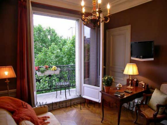 Paris Vacation Apartment Den