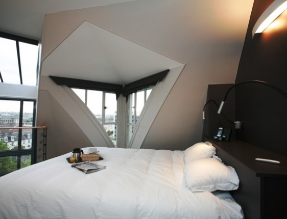 Vacation apartment in paris private terrace eiffel tower views - Mezzanine bedlamp ...