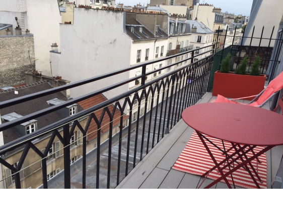Studio Vacation Rental on rue Cler market street