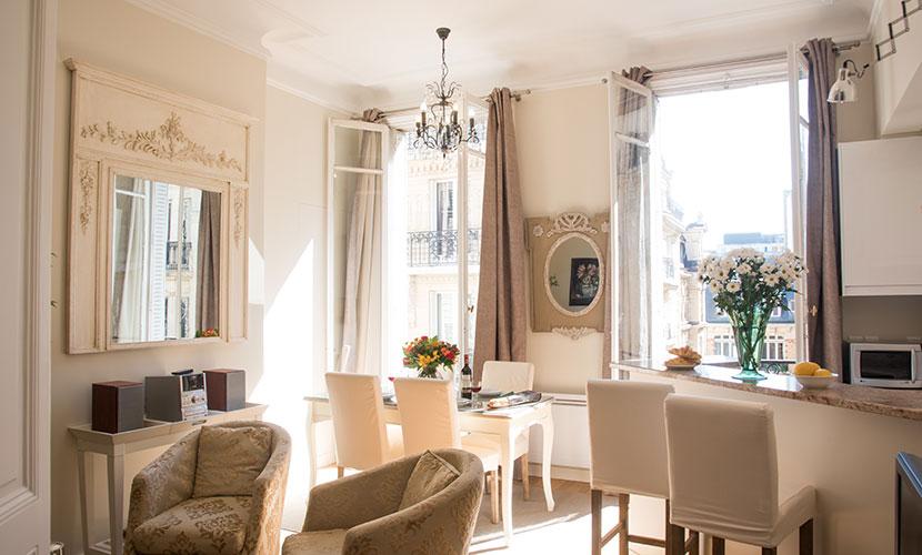Saint Germain Apartment with Elevator - Living Room