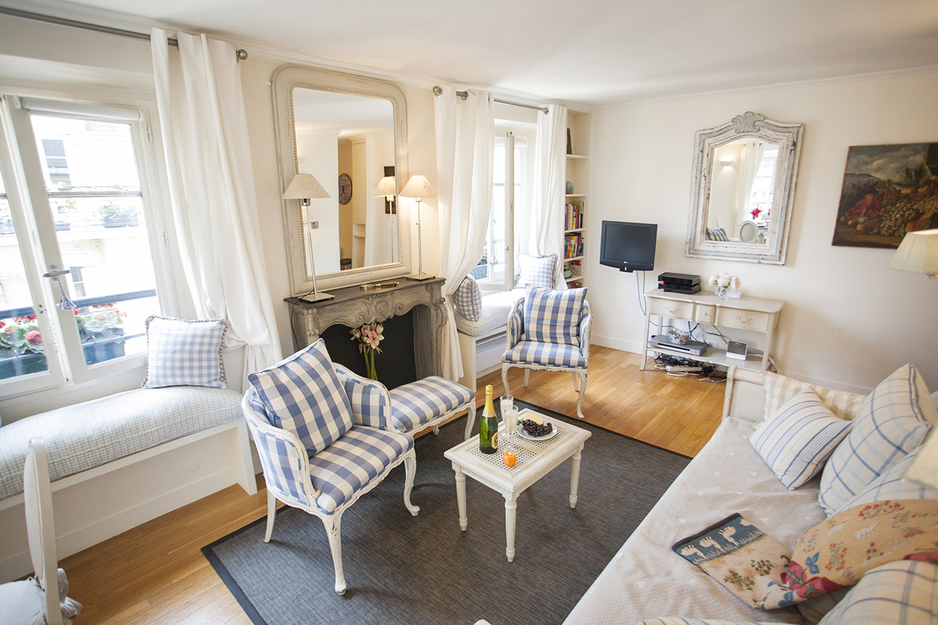 Paris Holiday Apartment - TV and Free Internet