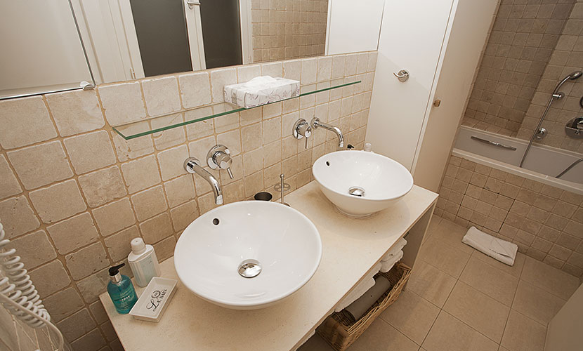 Eiffel Tower Apartment Bathroom