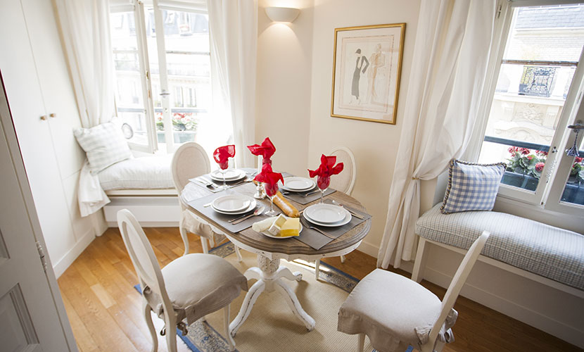 Dining Area - Pomerol Holiday Apartment Paris