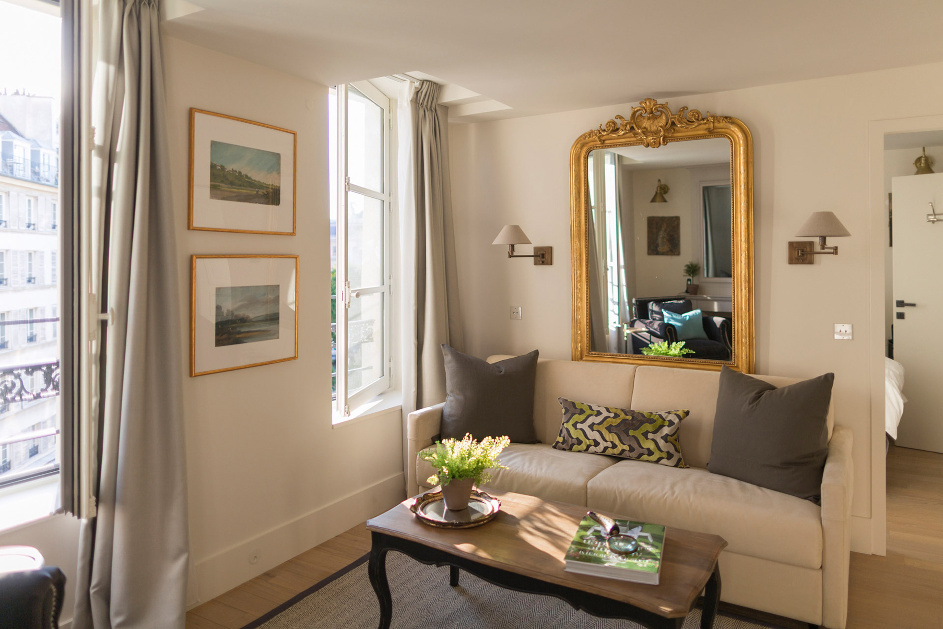 Comfortable seating area of the Loupiac vacation rental offered by Paris Perfect