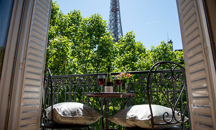 Luxury 3 bedroom apartment with eiffel view balcony wifi for Appart hotel 5eme arrondissement paris
