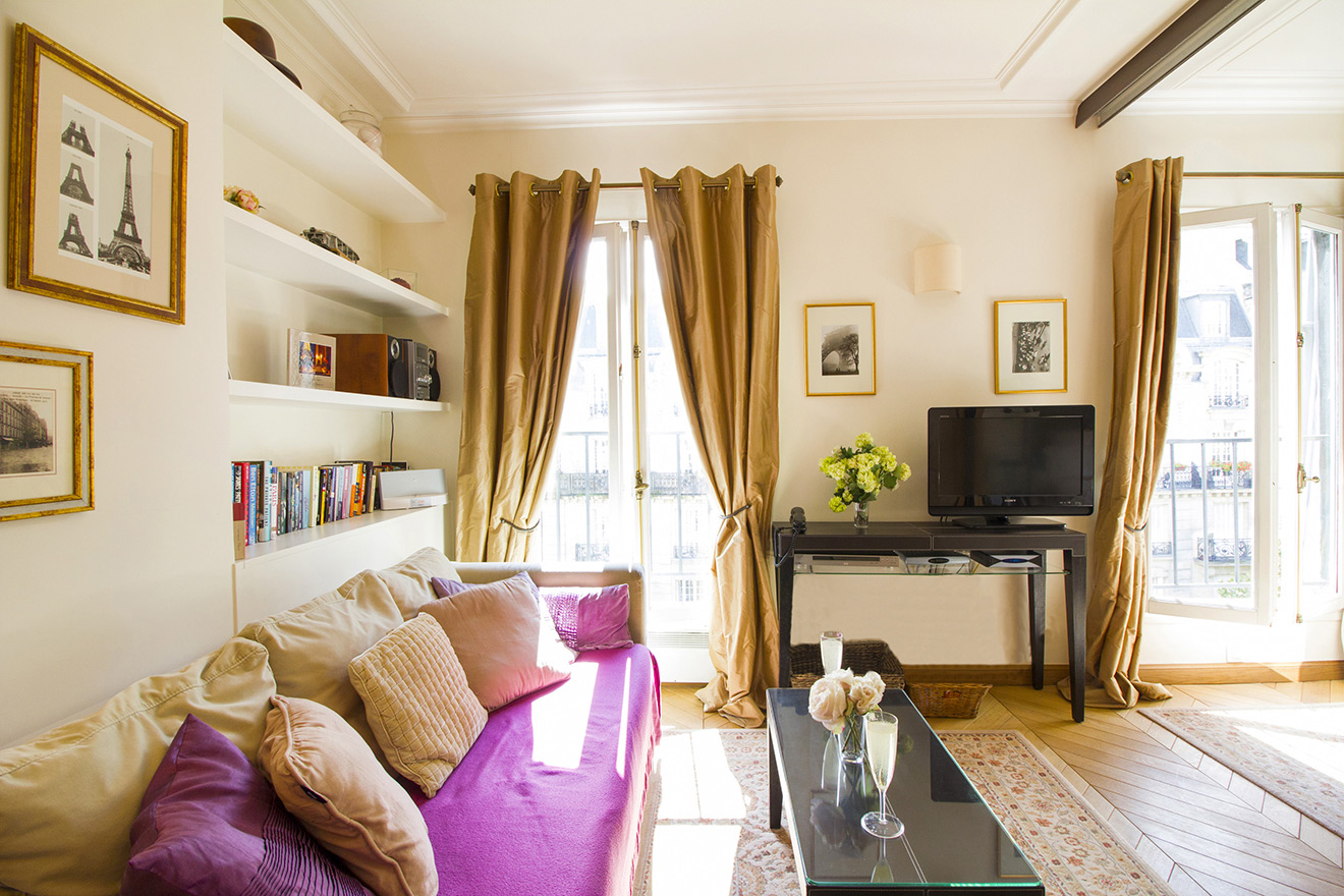 French style living room of the Chablis vacation rental offered by Paris Perfect