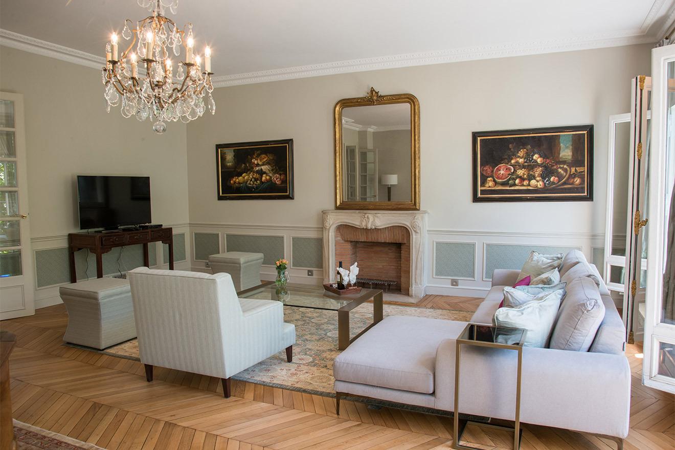 Charmes living room