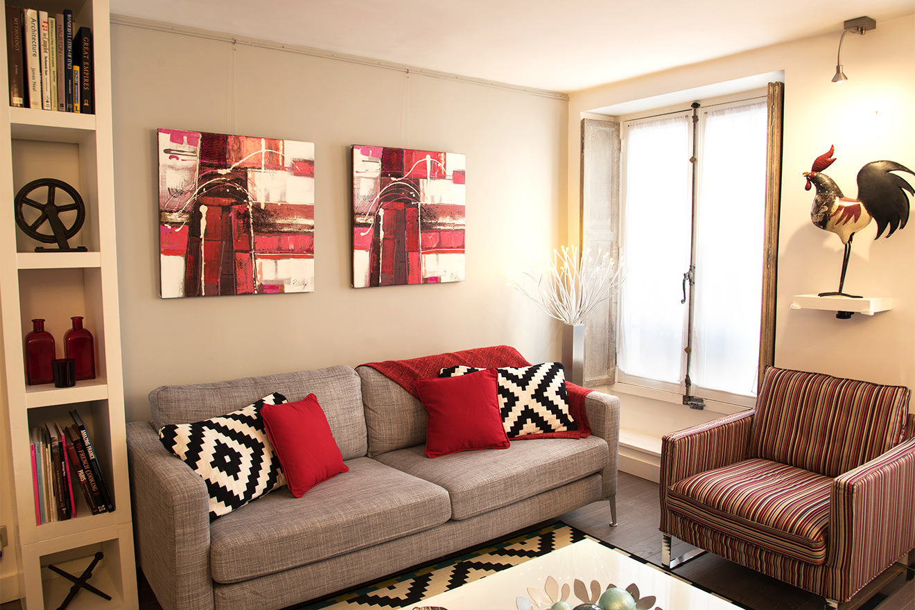 Lovely seating area in the living room of the Carménère vacation rental offered by Paris Perfect