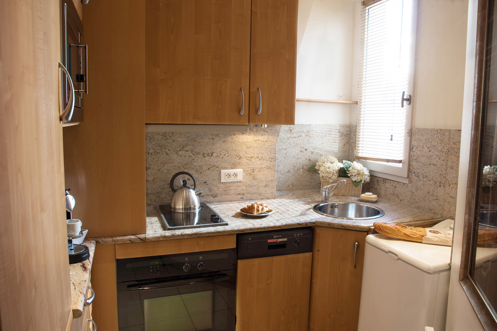 Fully equipped kitchen with dishwasher in the Cabernet vacation rental offered by Paris Perfect
