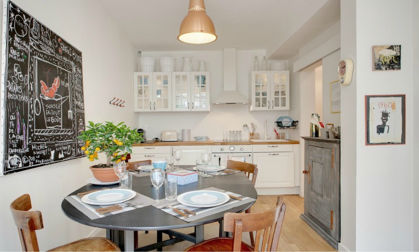 Fully equipped Paris Apartment Kitchen