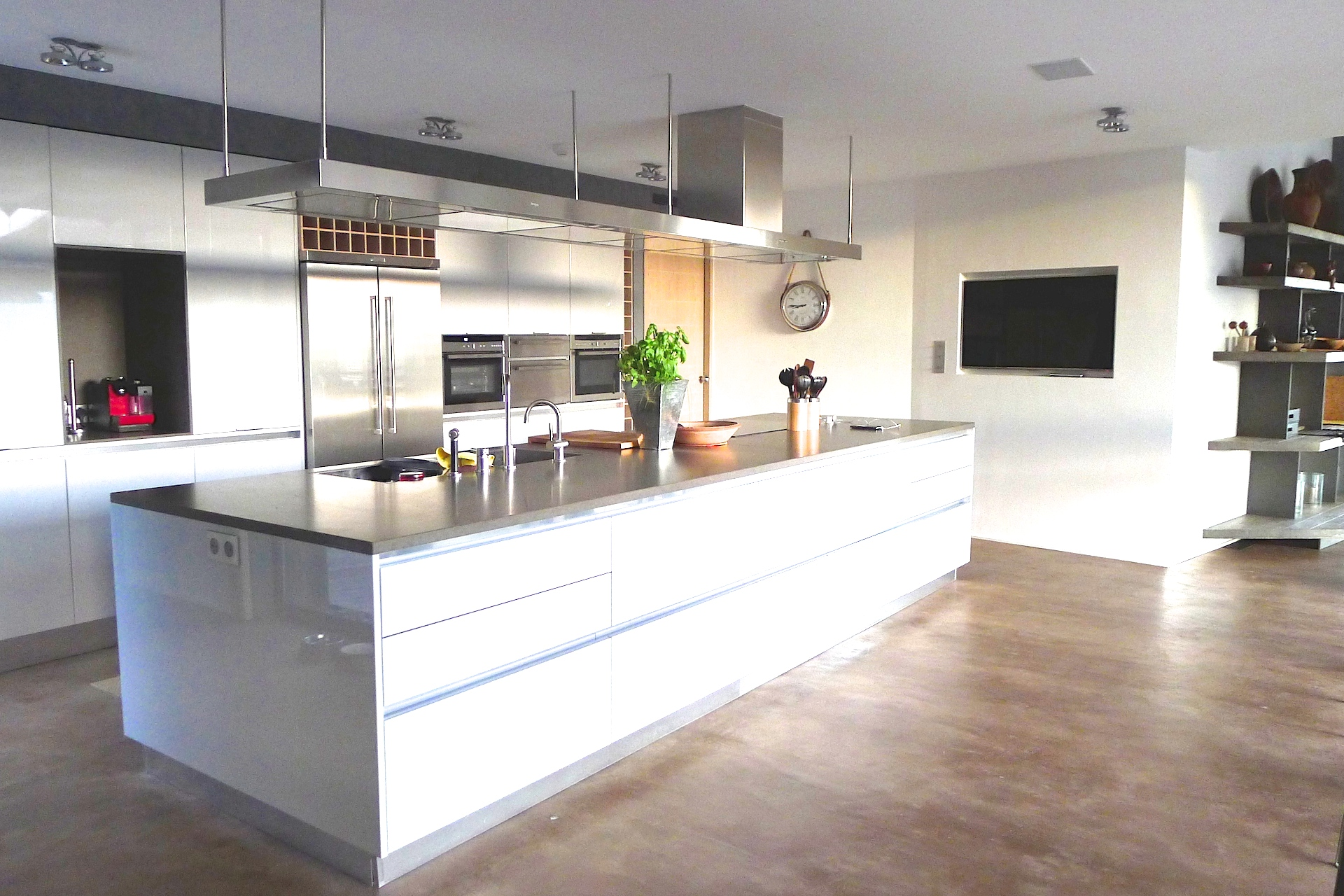 One of the kitchens in the Villa Grimaud vacation rental offered by Paris Perfect