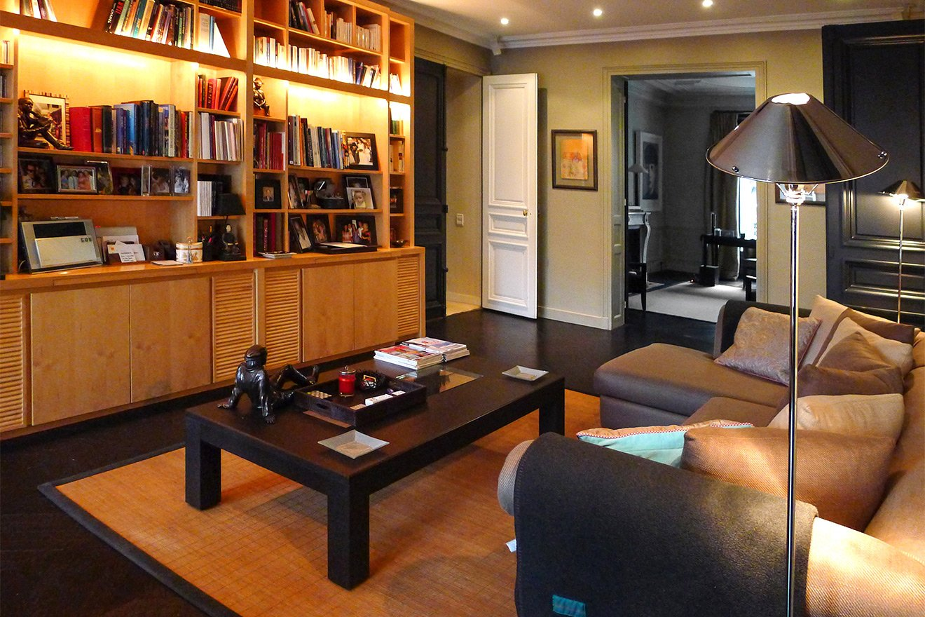 Relax at home in the well-equipped media room