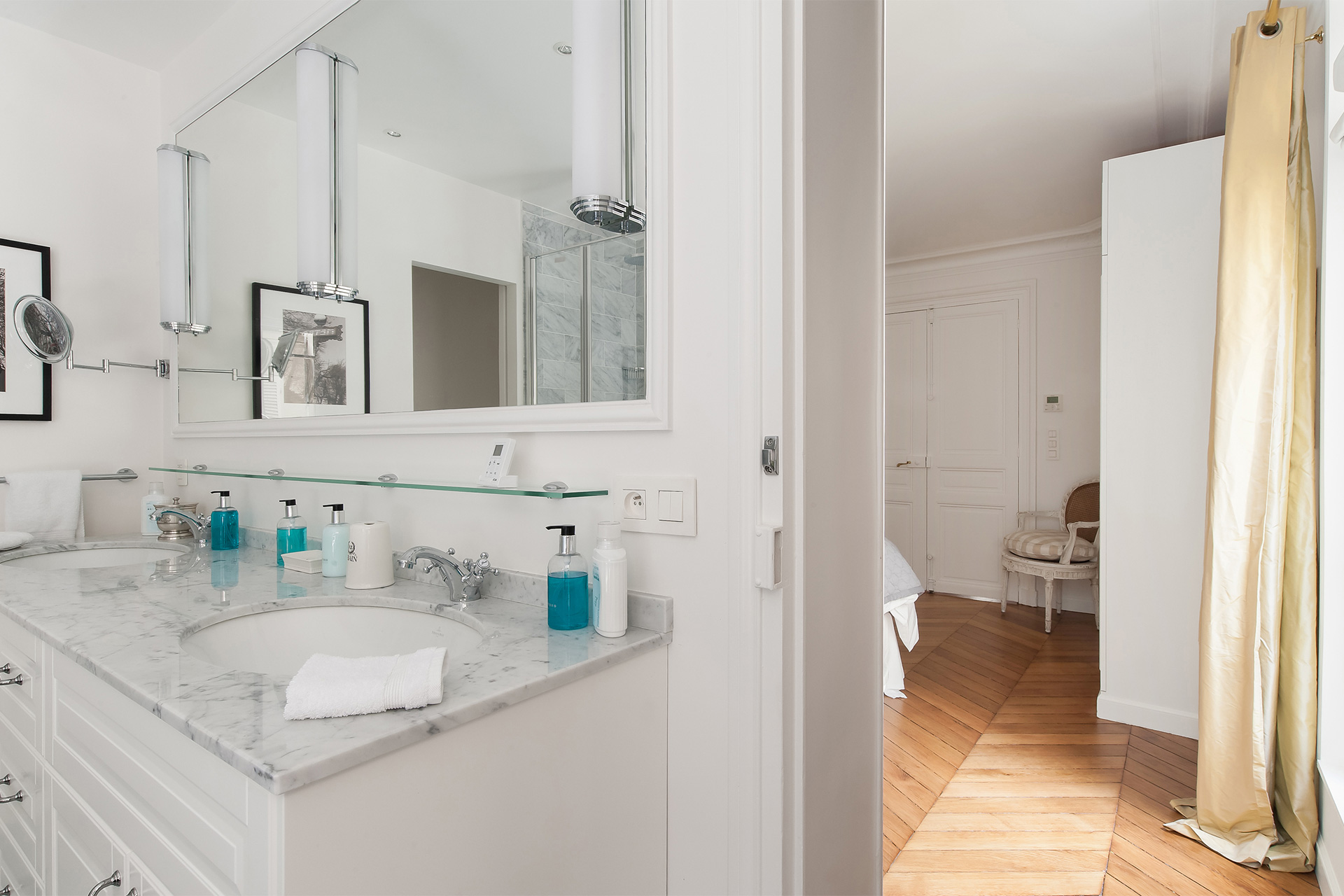 En suite bathroom of the Montagny vacation rental offered by Paris Perfect