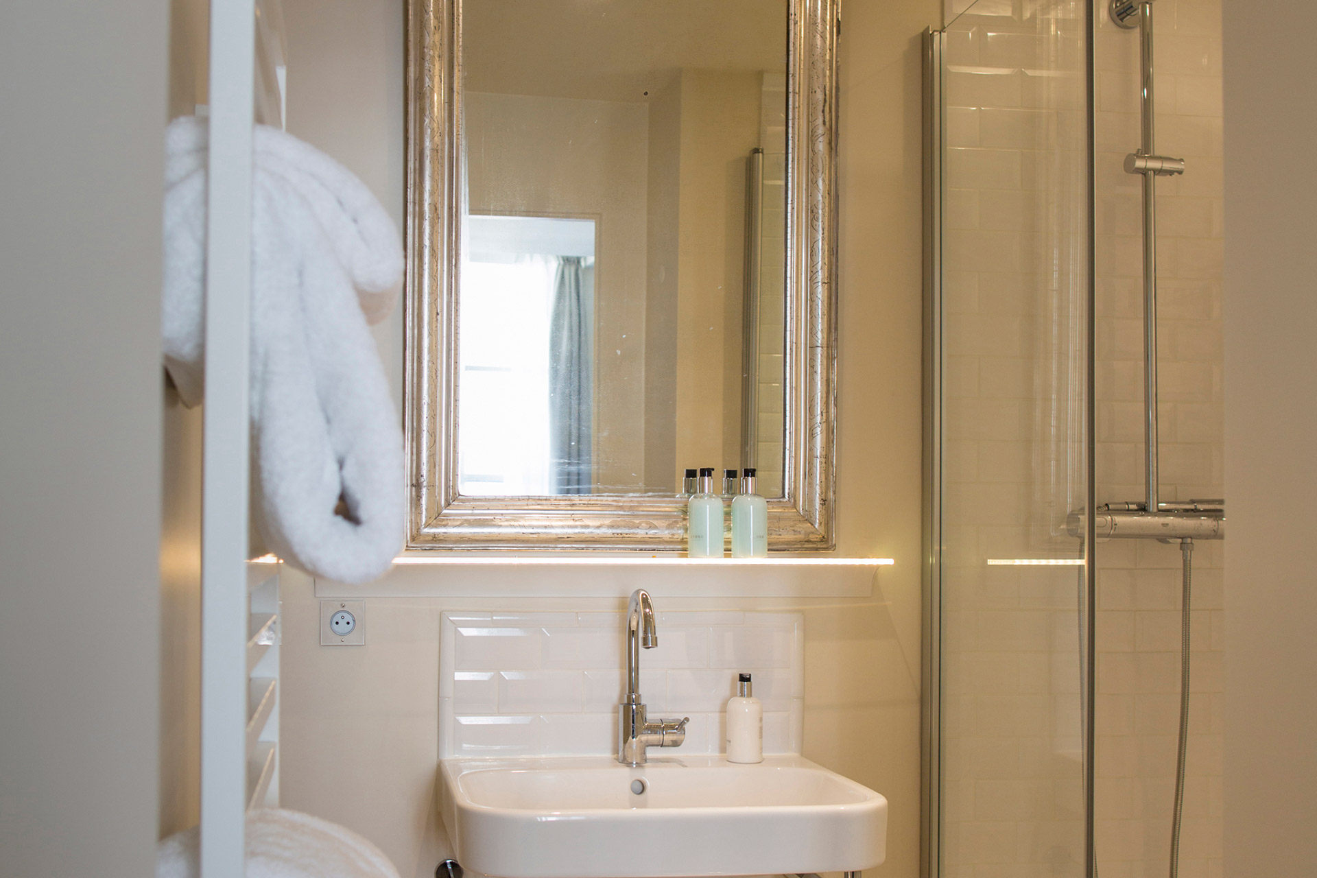 En suite bathroom with shower, toilet and sink in the Loupiac vacation rental offered by Paris Perfect