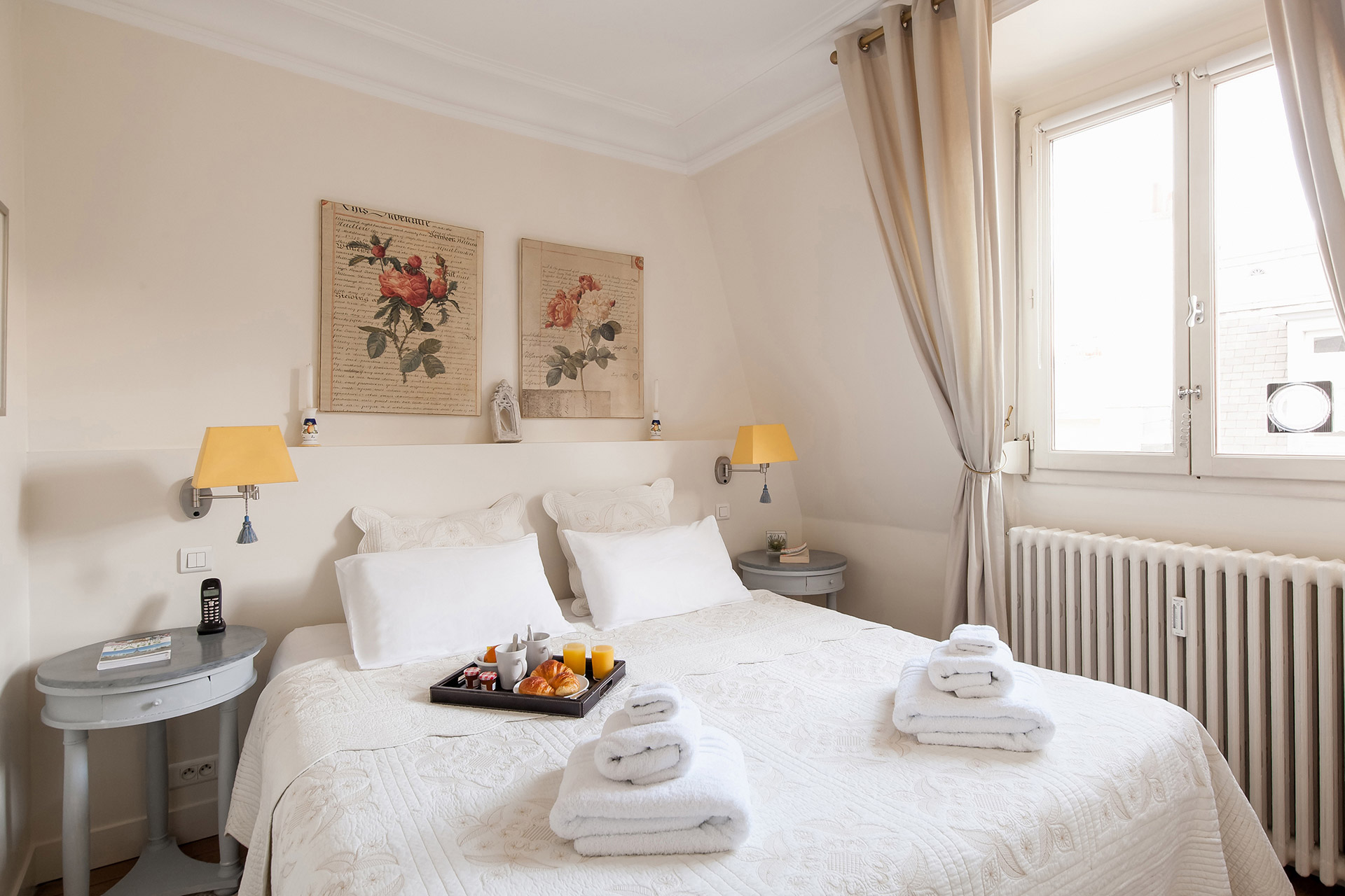 Double bed in the second bedroom of the Romanée vacation rental offered by Paris Perfect