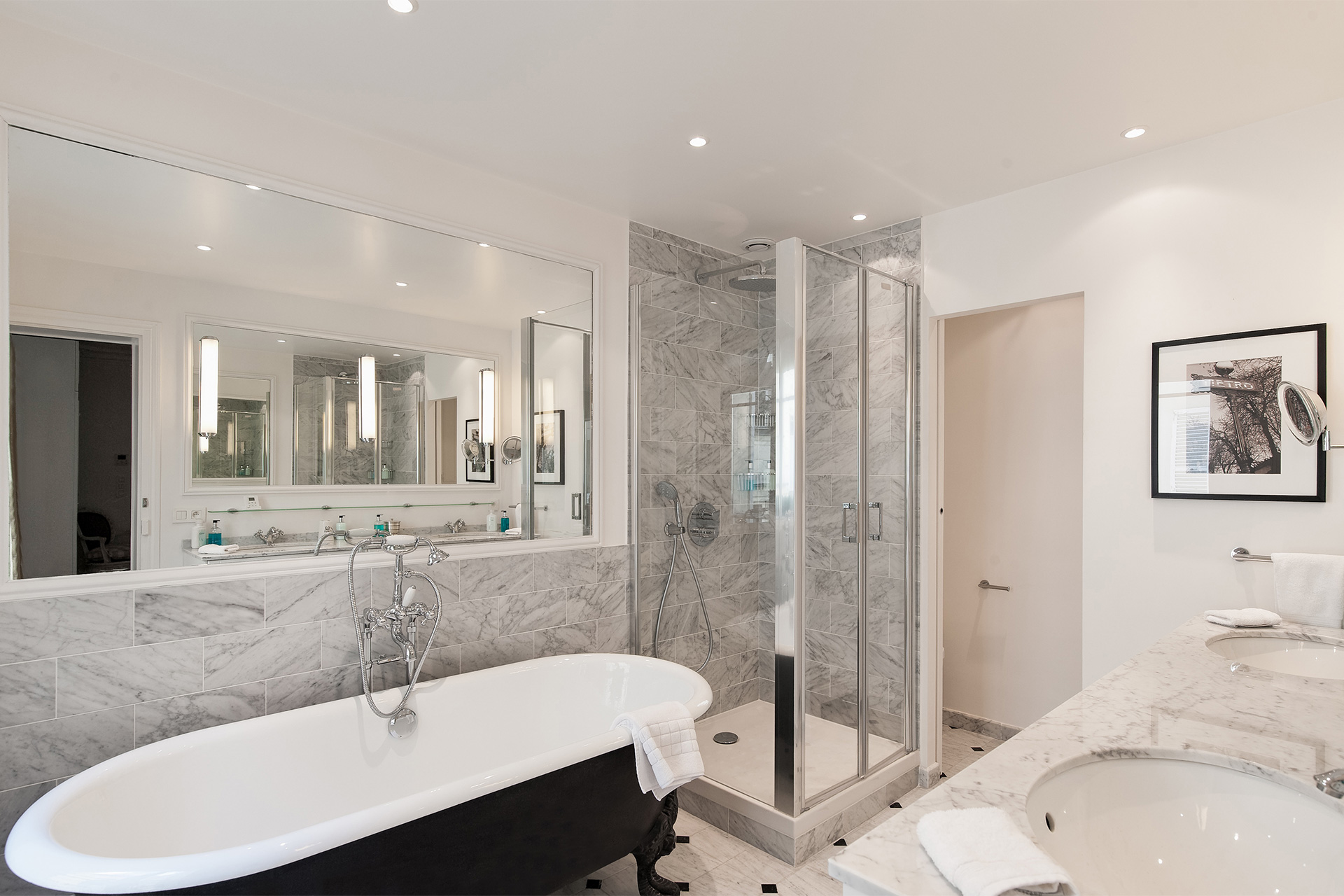 The main bathroom of the Montagny vacation rental offered by Paris Perfect