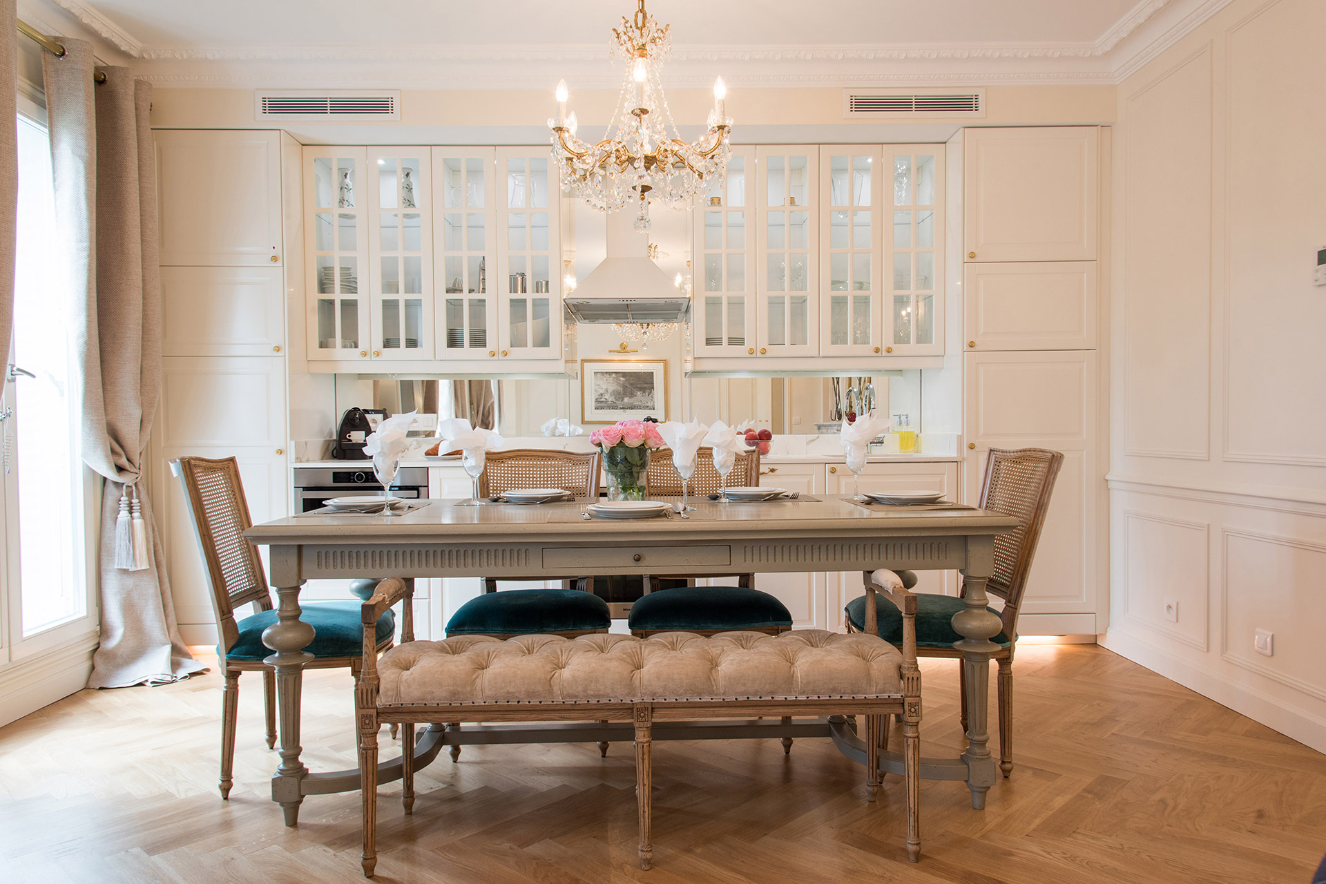 Large dining table comfortably seats 8 guests in the Merlot vacation rental offered by Paris Perfect