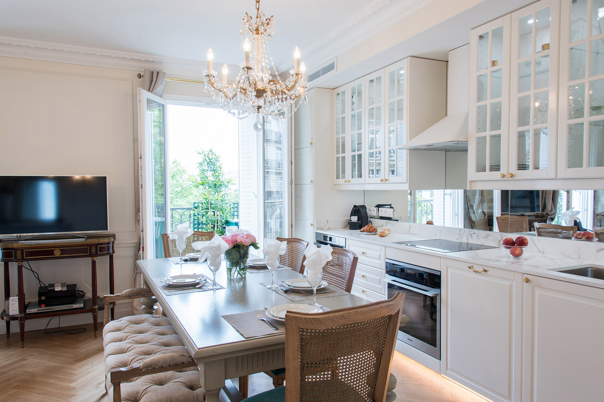 Enjoy dining at home in the Merlot vacation rental offered by Paris Perfect
