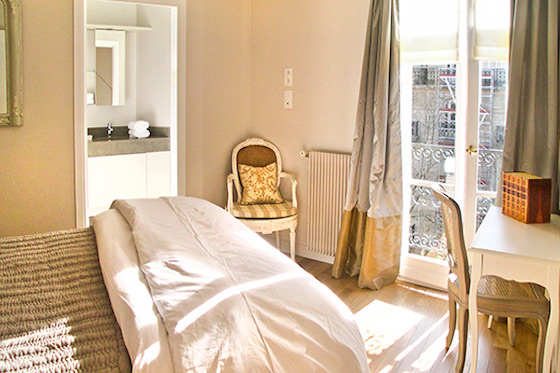 Paris Apartment En Suite Bathroom