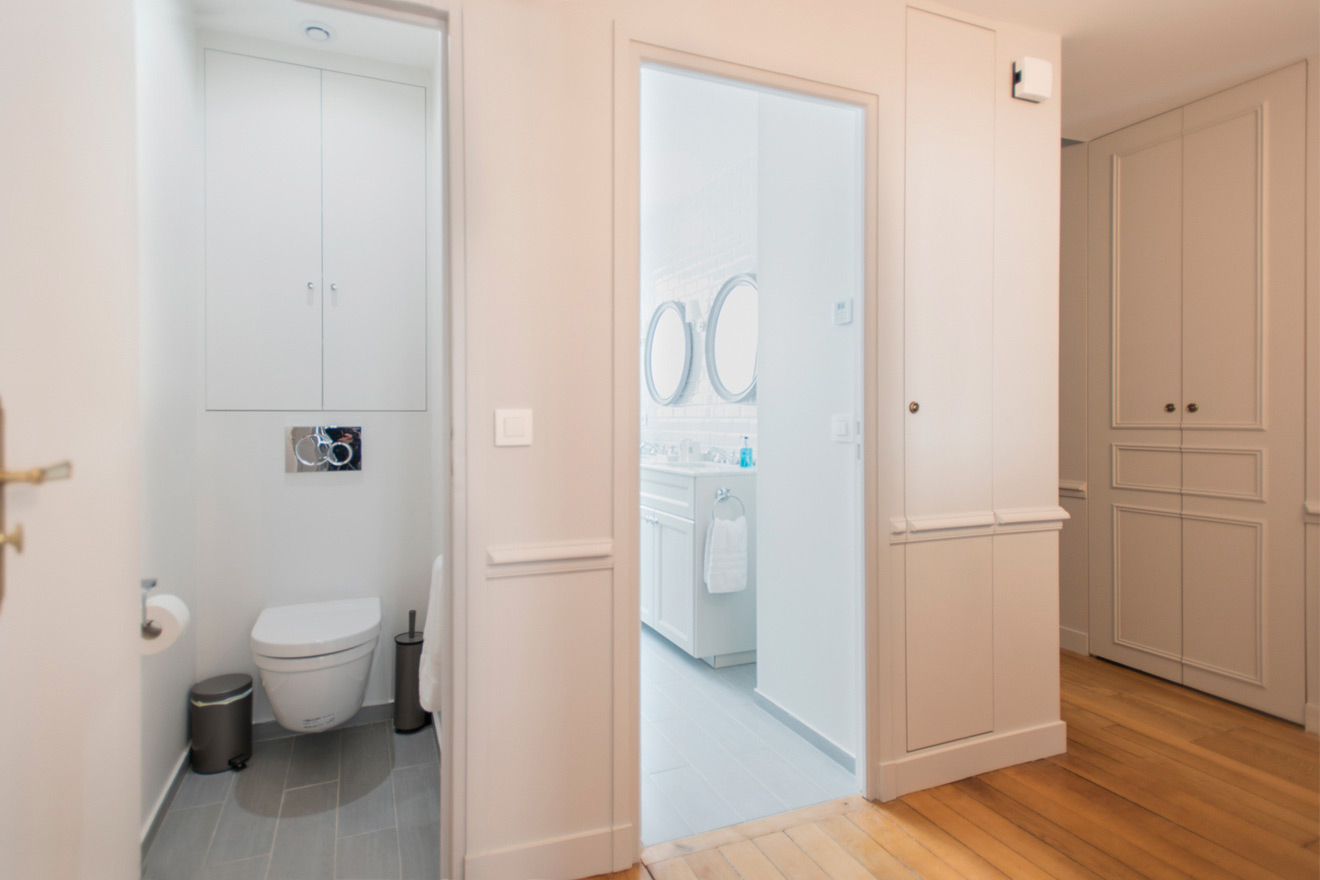 Powder room with toilet and sink in the Monthelie vacation rental offered by Paris Perfect