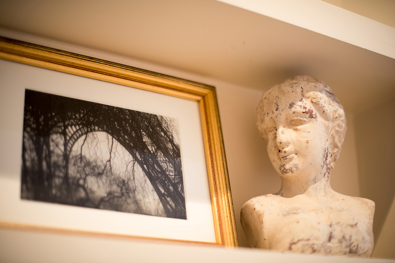 Beautiful decorative touches in the Rully vacation rental offered by Paris Perfect