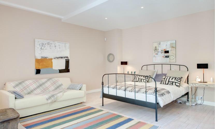 Master Bedroom Paris Vacation Apartment
