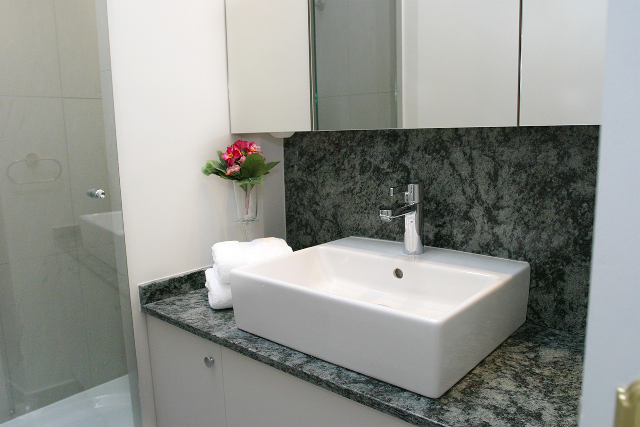 Modern Bathroom - Quincy Holiday Rental