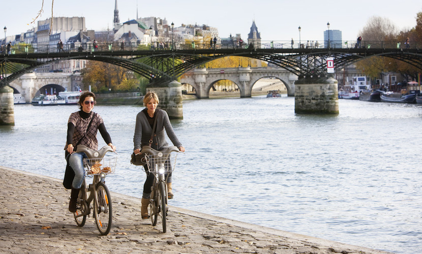 Bike along the Seine