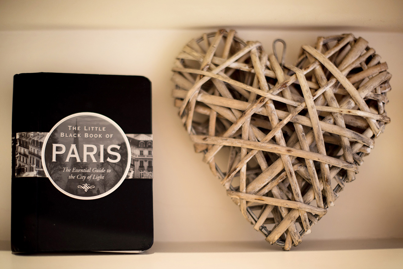 Decorative ornaments in the Rully vacation rental offered by Paris Perfect
