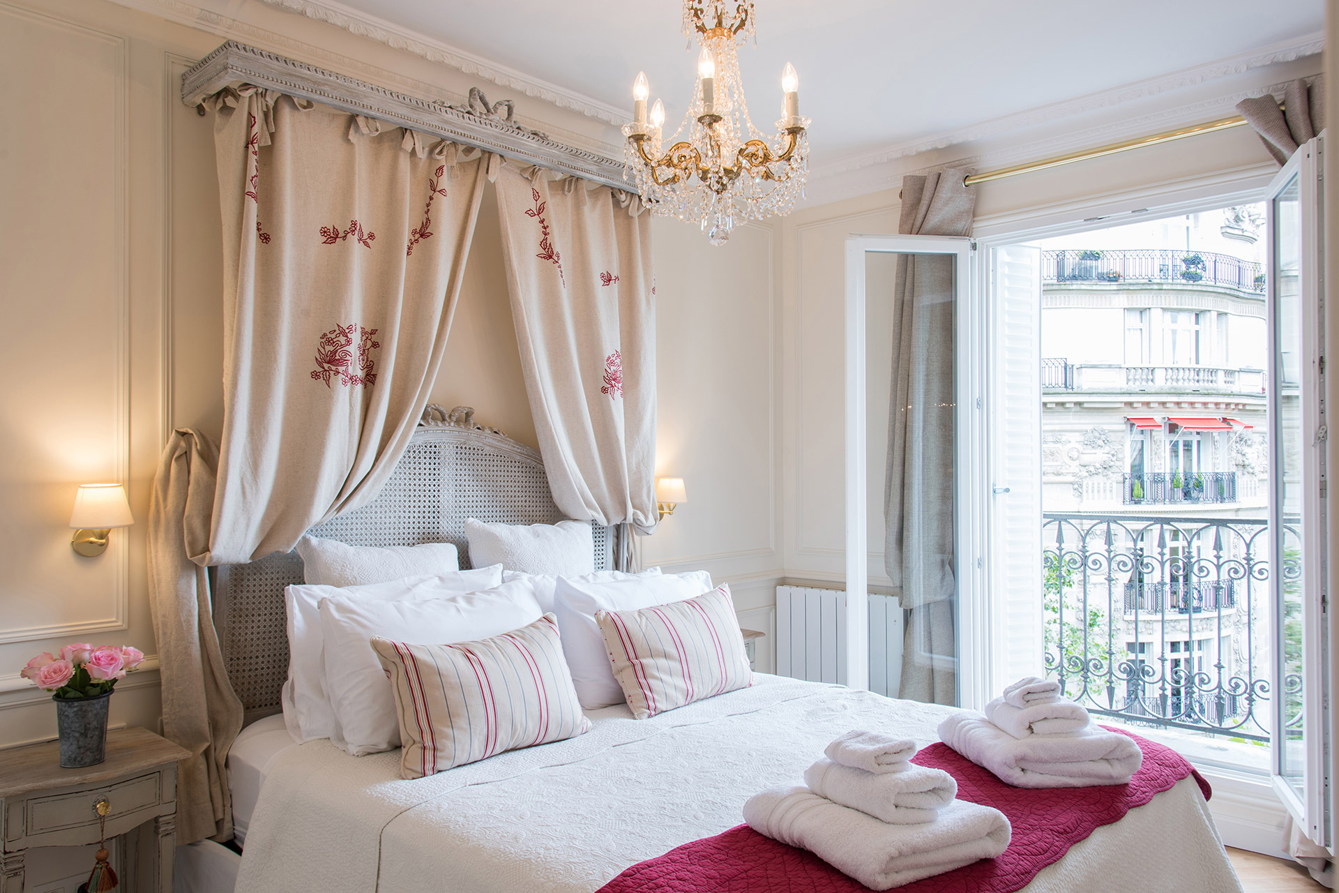 One Bedroom Paris Apartment - Merlot