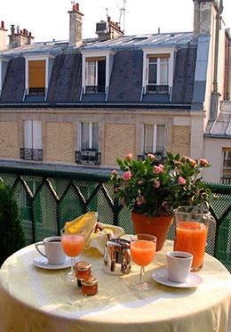 Syrah Apartment in Paris Balcony