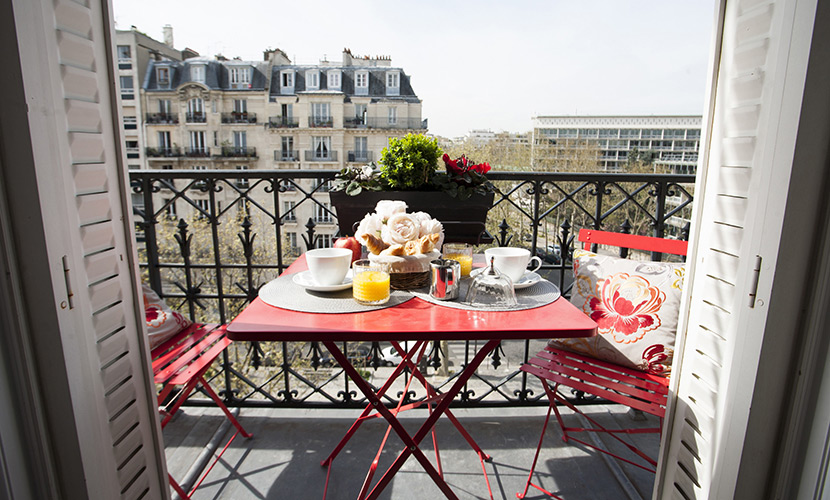 Gorgeous Two Bedroom Paris Apartment Near Eiffel Tower