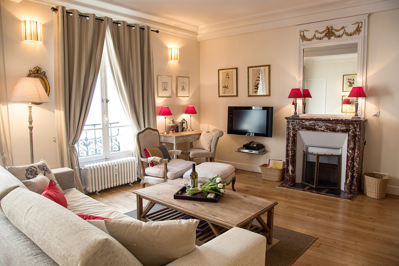 Stunning living room with a large flat screen TV in the Rully vacation rental offered by Paris Perfect