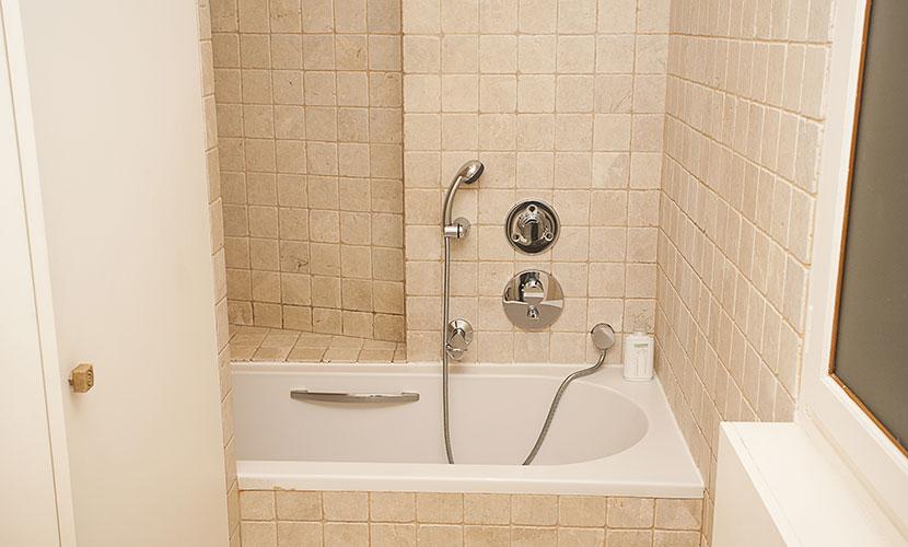 Bathtub Paris Vacation Rental