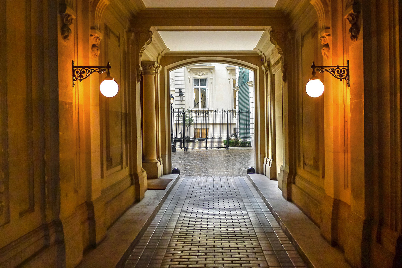 Elegant Haussmann style entrance to vacation rental