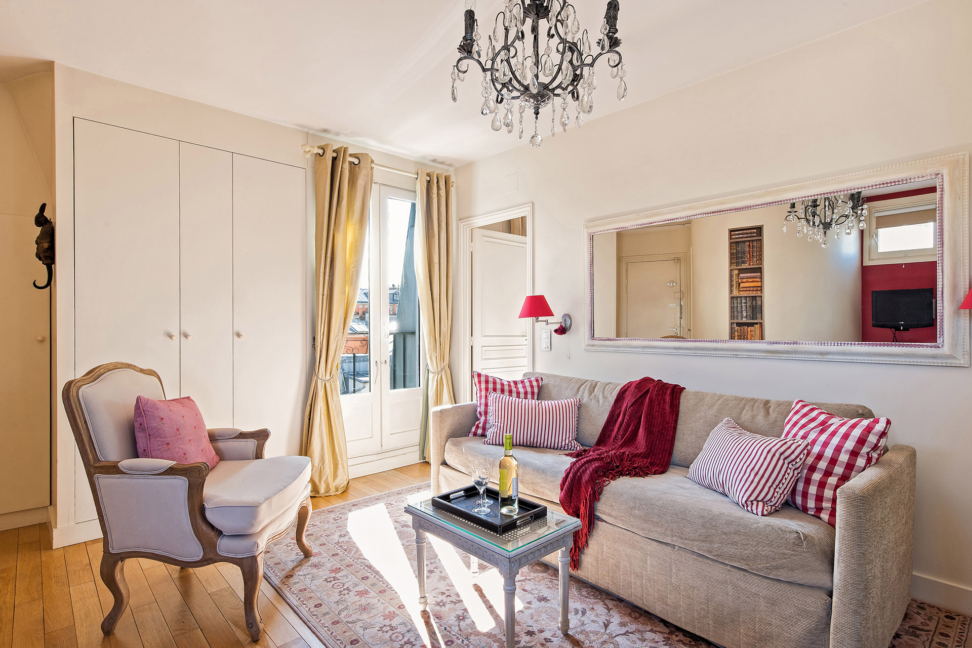 The cozy living room in our Moselle Paris vacation rental