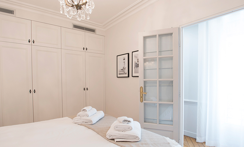 Plenty of storage in first bedroom of the Monthelie vacation rental offered by Paris Perfect