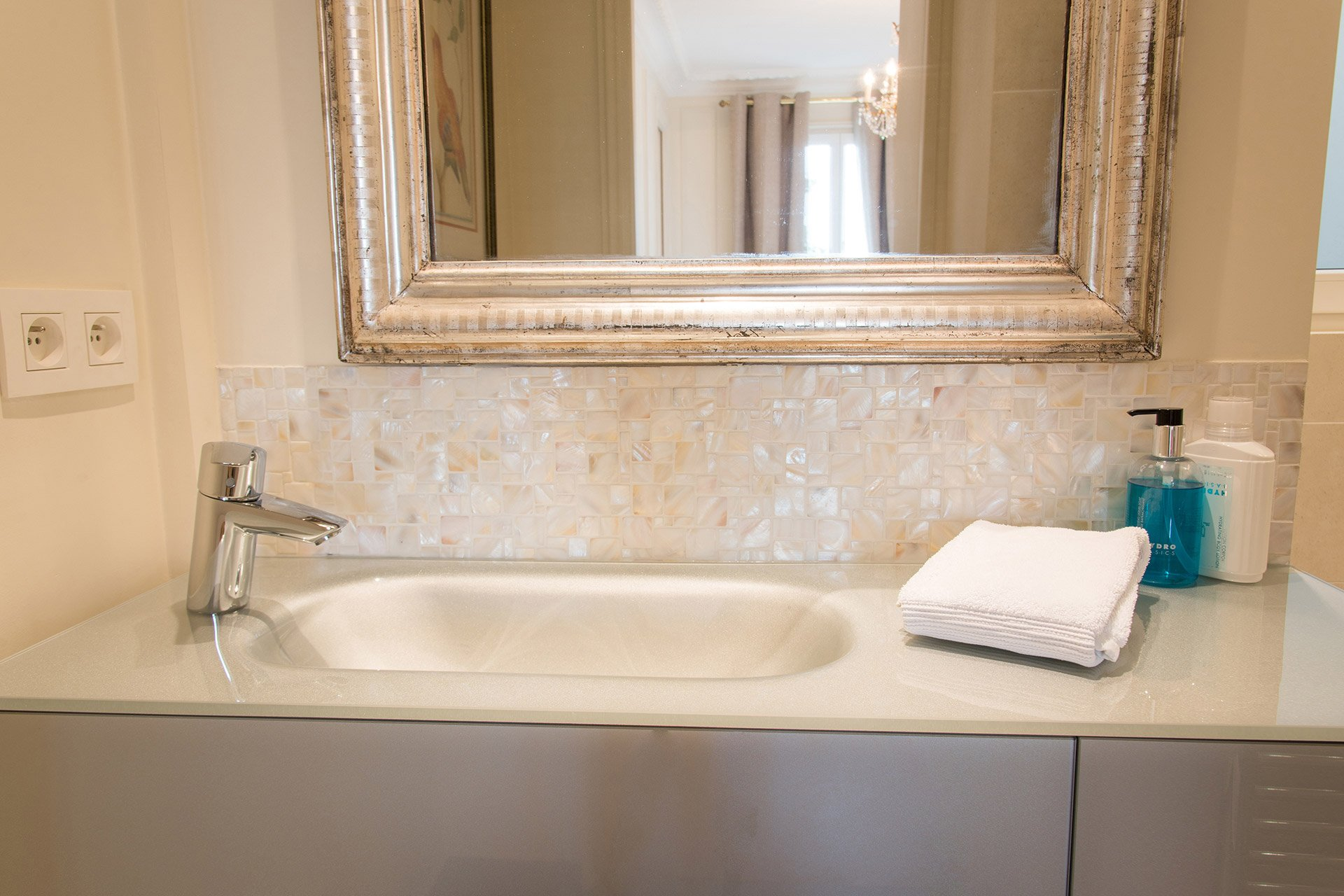 Mother-of-pearl tiles in the Merlot vacation rental offered by Paris Perfect