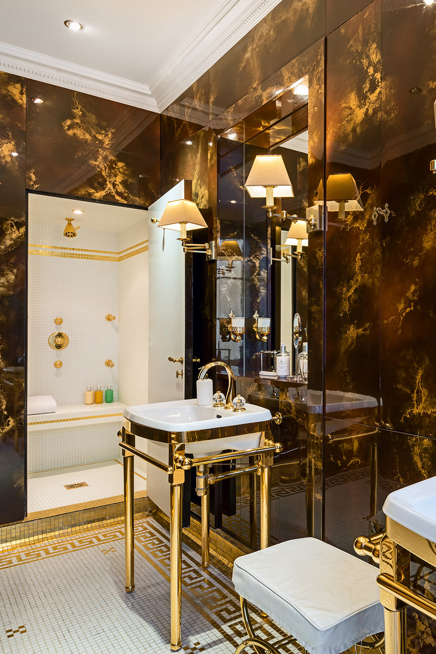 A touch of marble luxury in the bathroom of the Chopine vacation rental offered by Paris Perfect