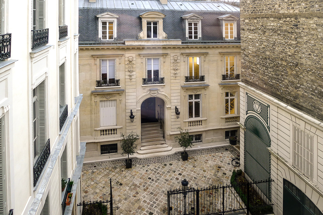 Look out on the courtyard with the private chateau home