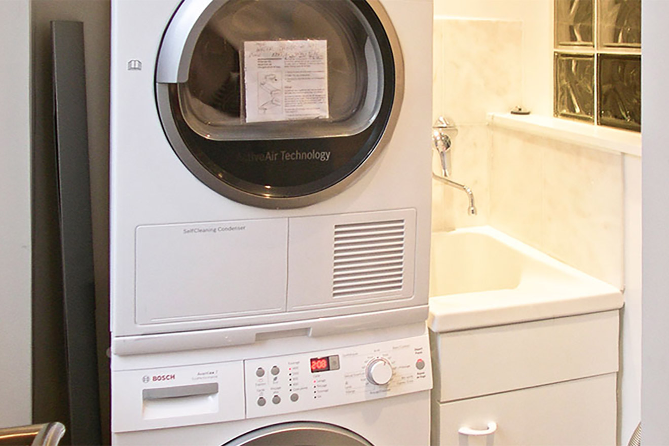 Laundry room with washer, dryer and sink in the Viognier vacation rental offered by Paris Perfect